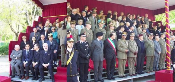 14 aprile 2007 – 176° Costituzione delle Batterie a Cavallo - Autorità civili e militari assistono alla cerimonia